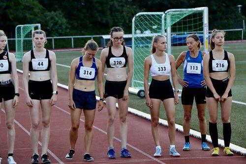 Sommersportfest in Bad Soden – Paula Ausschill (VfL Marburg) läuft 3000-Meter-Bestzeit
